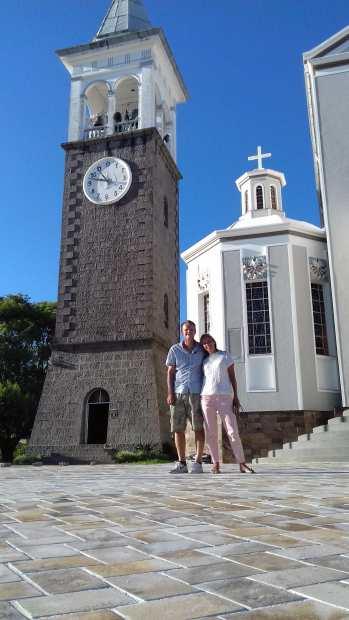 Marcos showt ons de omgeving, kerk in Nova Padua