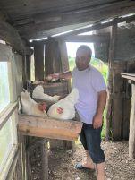 Gauchos Davie met zijn kippen
