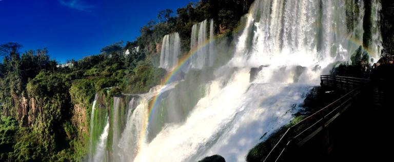 00028 iguazu regenboog waterval